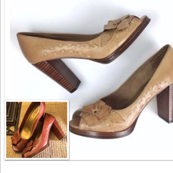 002804dd6049 Anthropologie Seychelles Leather Heels Flower 8.5.  M 5a7fc667a825a62412974ee2